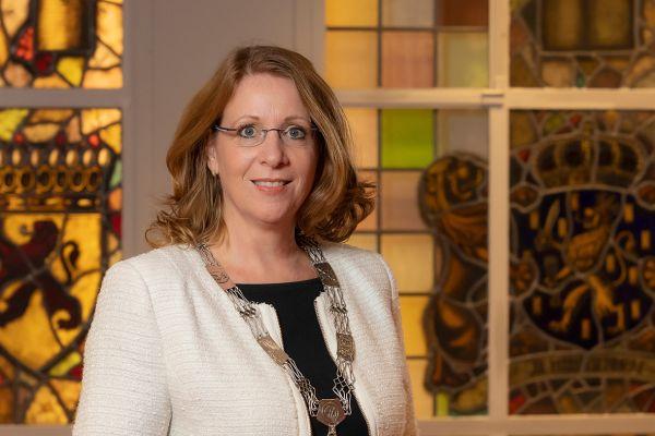 Burgemeester Carla Breuer